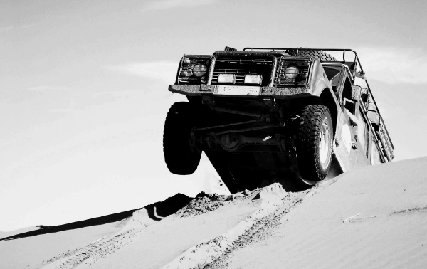Rustiquea sobre arena con tu vehículo todoterreno